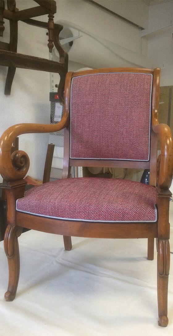 Fauteuil style Restauration - garniture traditionnelle en crin et tissu de chez CASAL
